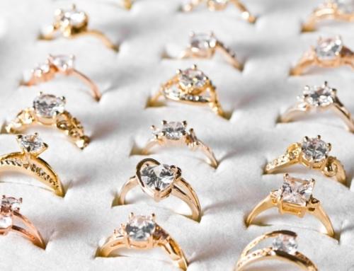 ¿Qué estilos de anillo de compromiso están de moda?