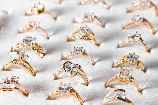 fbb177288bc7 ¿Qué estilos de anillo de compromiso están de moda