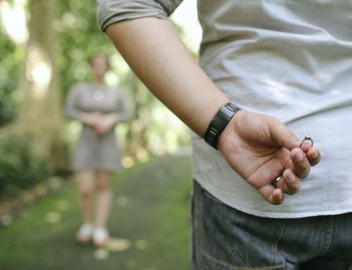 ¿Es el anillo de compromiso más caro que el anillo de matrimonio?