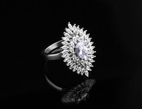 ¿Cómo se distingue un diamante real de uno falso?
